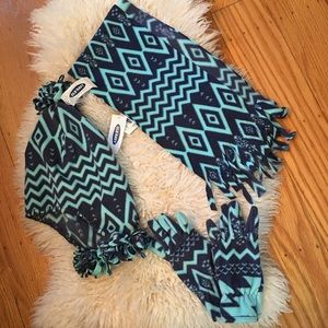 Nwt Old Navy scarf hat gloves set size Small girls